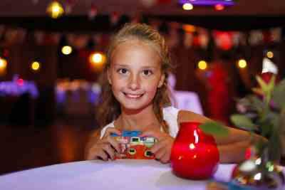 Portret meisje bruiloft feest trouwdag portretten kinderen bruidsfotografie