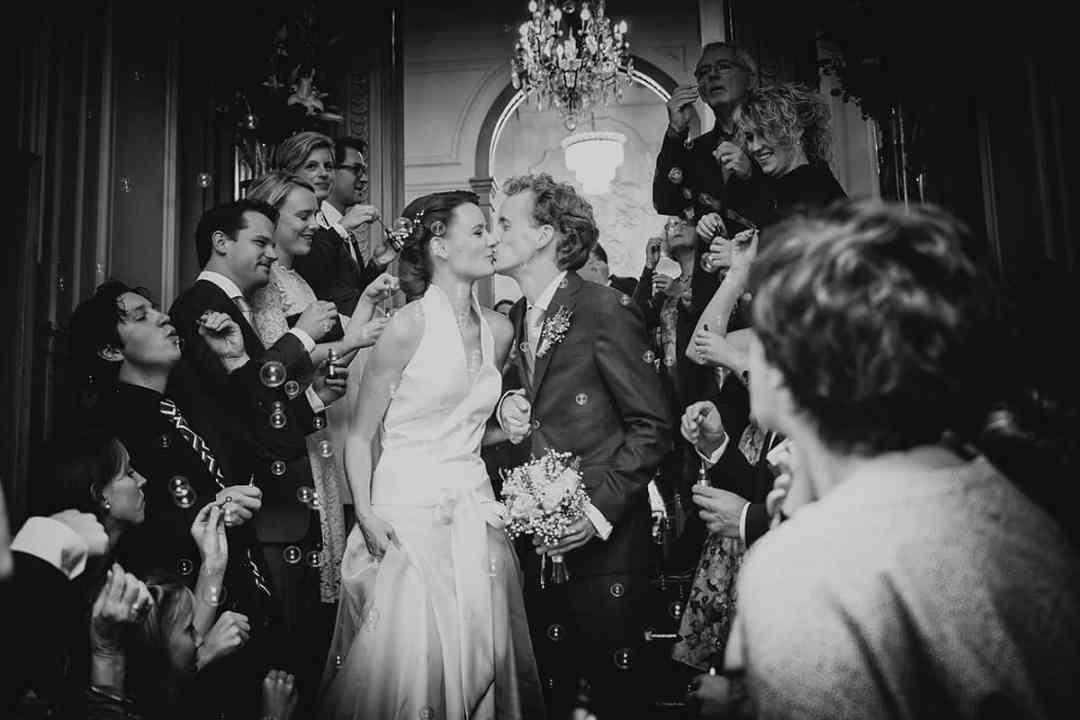 trouwfoto Grachtenhuis Amsterdam trouwen