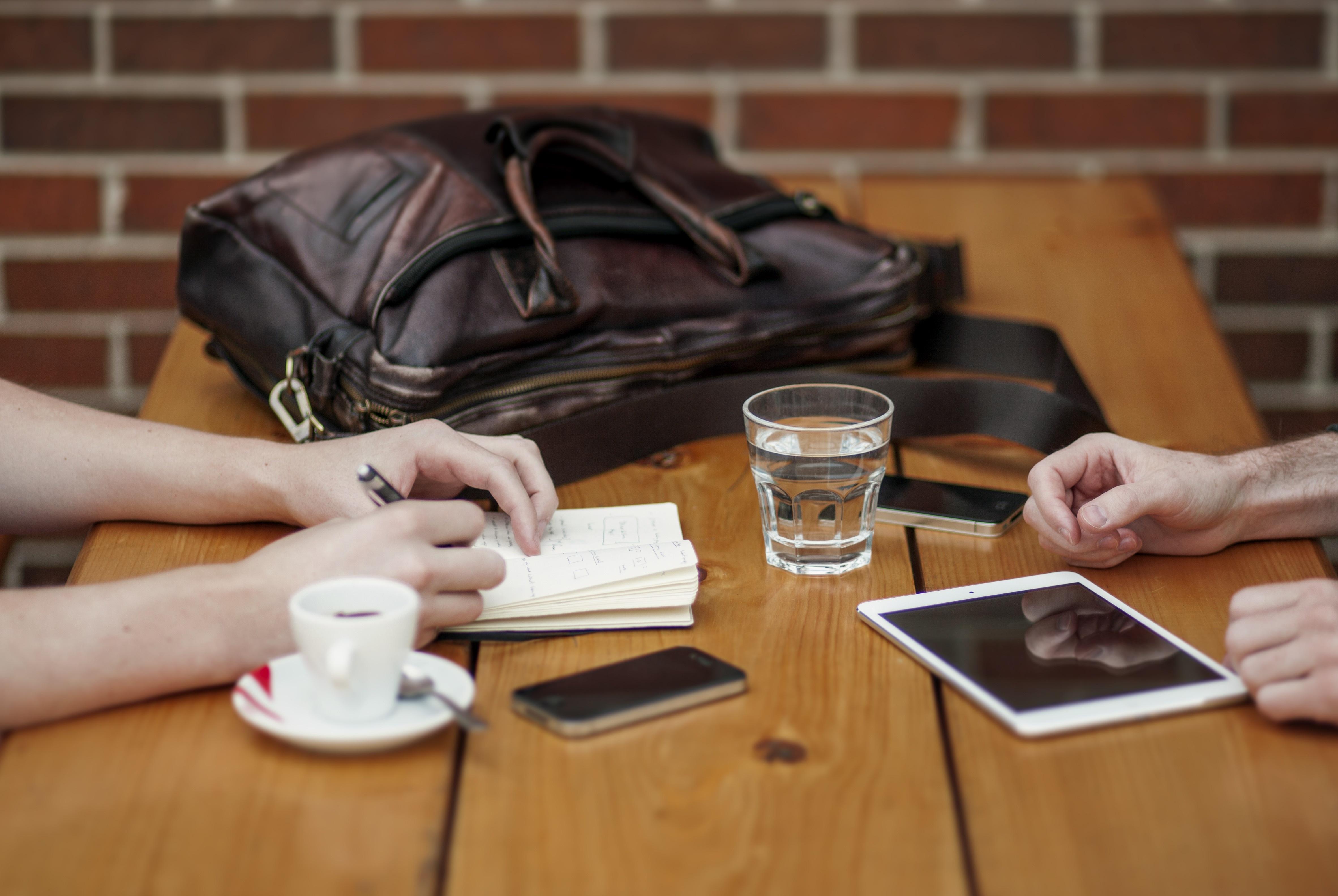 gesprek verkoopstyling huis zakelijk makelaar