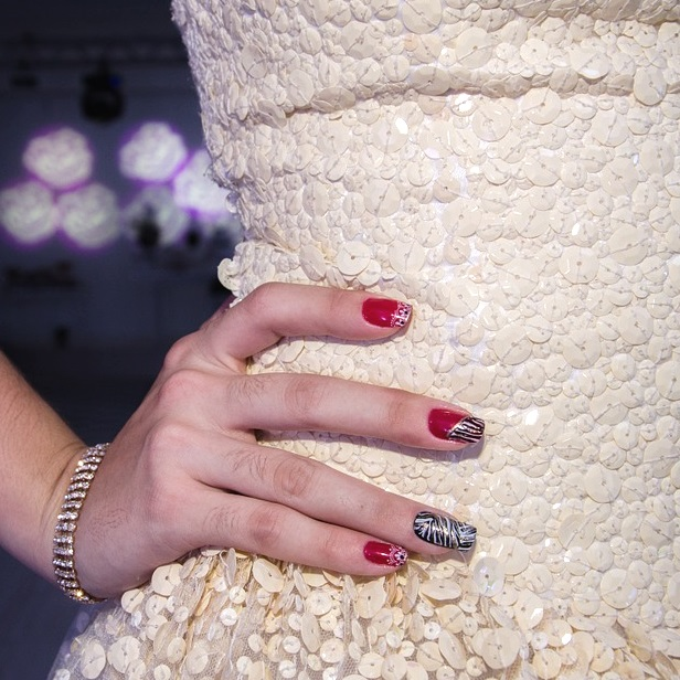 how to apply false nails