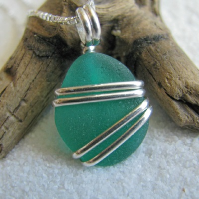 how to make wire wrapped jewellery with sea glass from the beach - How To Make Sea Glass