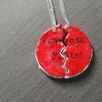 pokeball-friendship-necklace-2