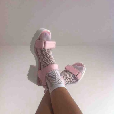 fishnet-ankle-socks