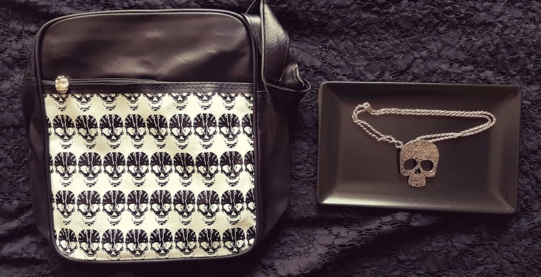 skull bag skull necklace
