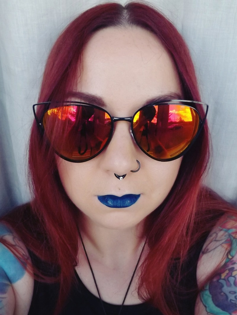 Vegan blue lipsticks - smoking gun - Impulse Cosmetics - chris