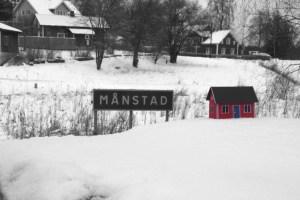 Månstad 2b med rött hus