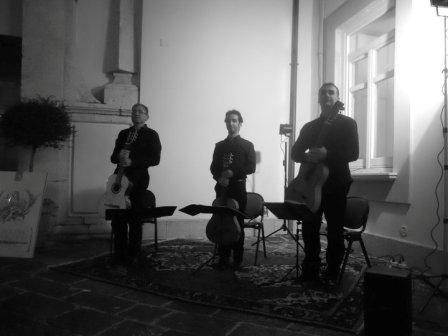 Cosimo Antitomaso. Campanus Guitar Trio  02-08-2012  Patio del Conservatorio de Música de Avellino.