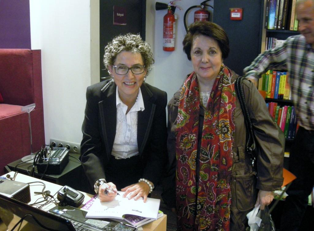 Euskadi Claro, gris y negro. Presentación. La autora firmando ejemplares.