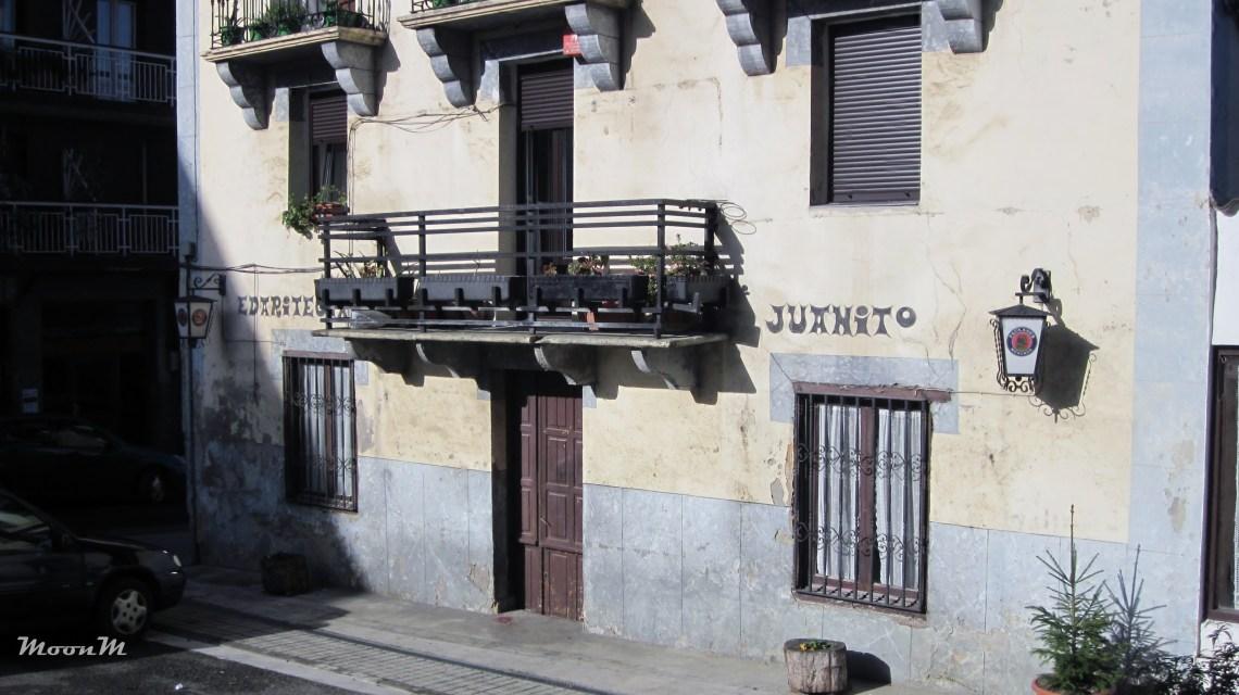 "Urnieta y Xabier Lete. ""Edaritegia Juanito"""