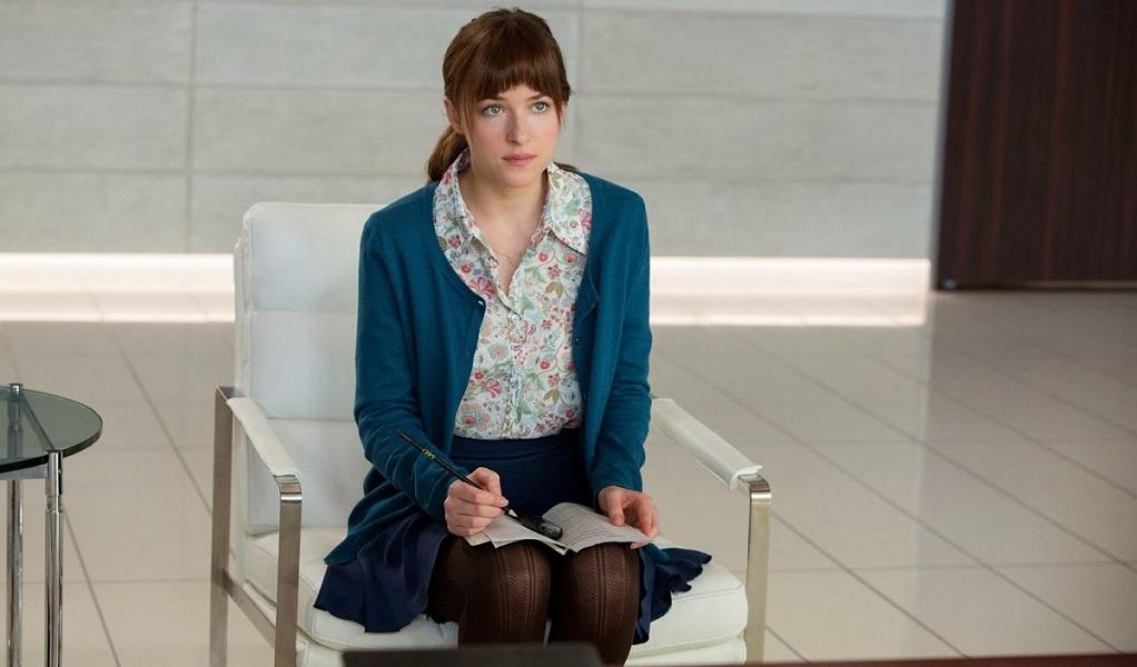 Cincuenta sombras de Grey. Anastasia Steele durante la entrevista a Grey.