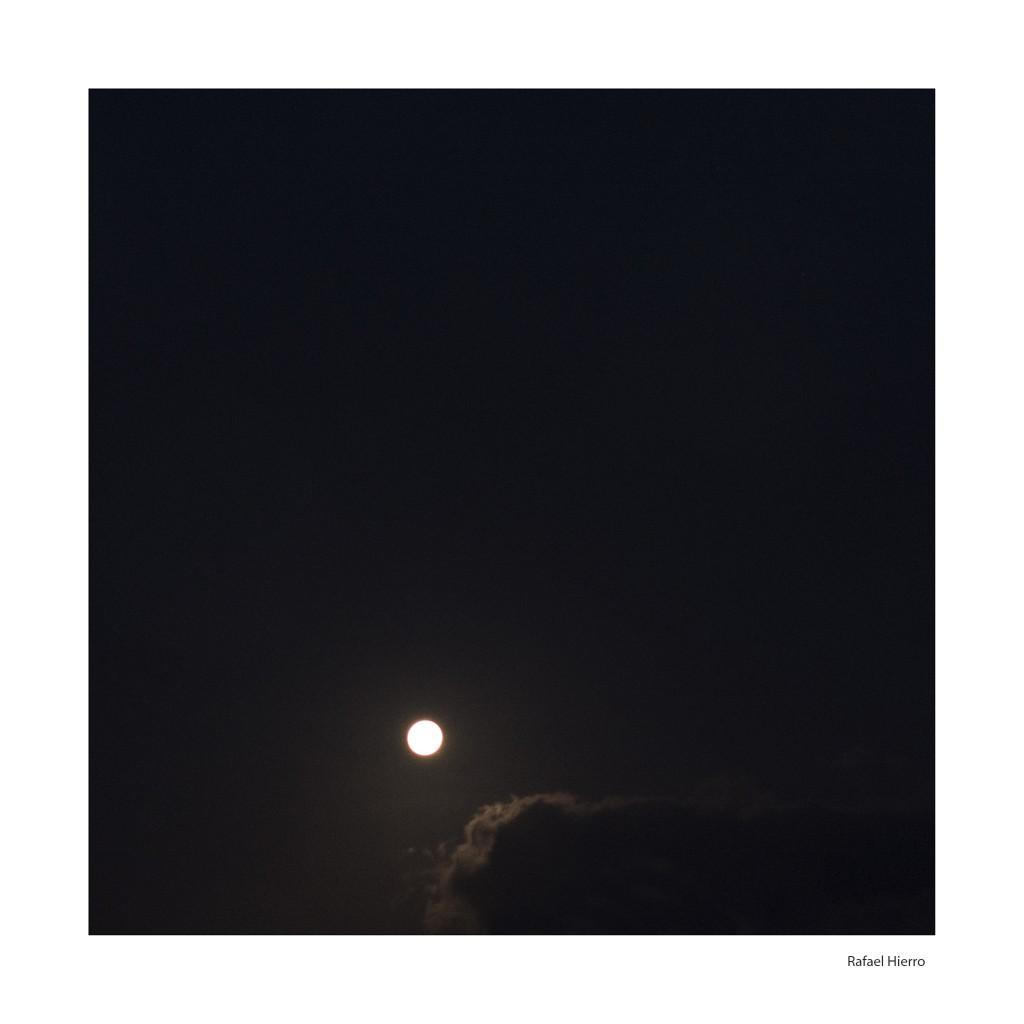 Luna Azul 2015. Sur de Gran Canaria. BN Rafael Hierro.
