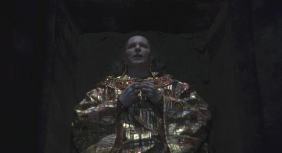8. Dracula-Tunica-Dorada-Klimt