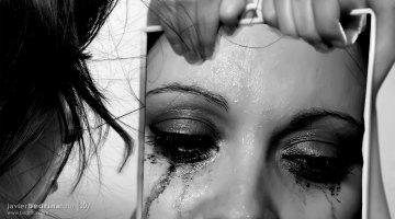 Tu historia. Por la Eliminación de la Violencia Contra la Mujer. Relato de Txaro Cárdenas. Fotografía de Javier A Bedrina.