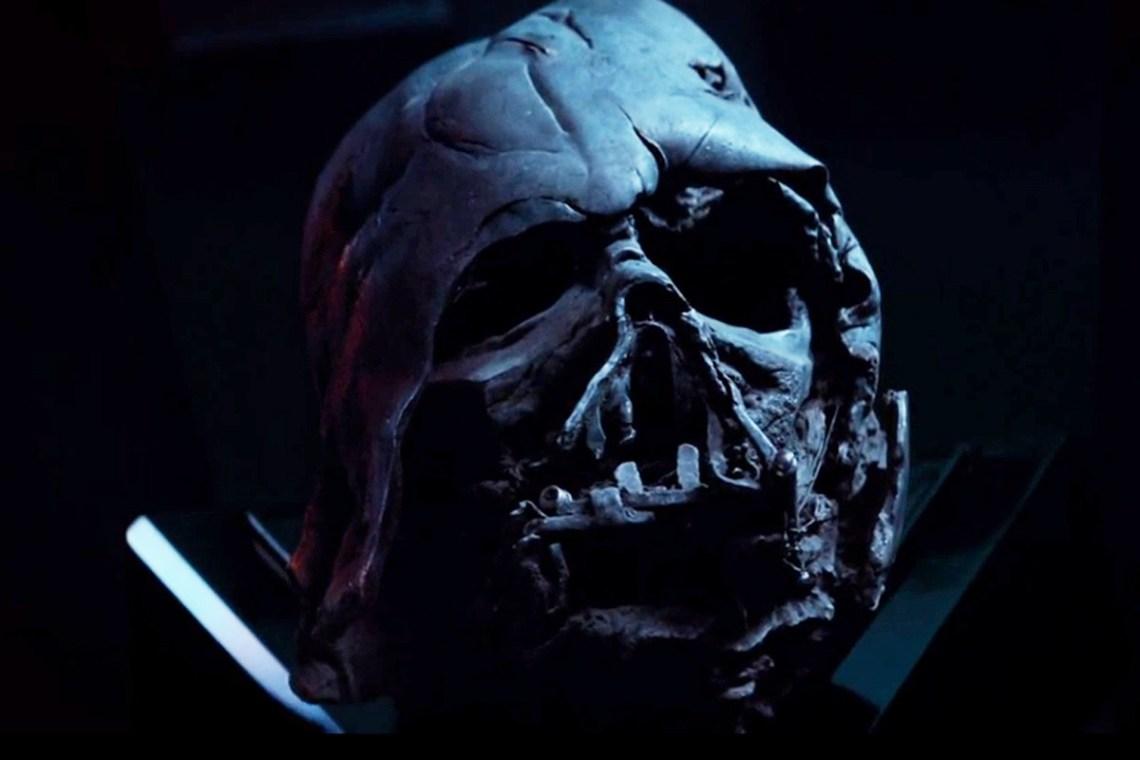 Lo que queda de Vader. Kylo Ren abandona la instrucción de su tío Luke para ser fiel a su abuelo...