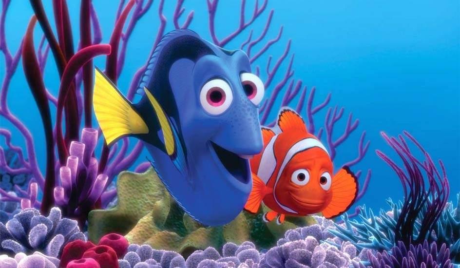 Buscando a Nemo antes de que Dory se pierda y lo olvide. Reseña de una película de animación infantil que auna diversión con valores importantes. Javier Alcover.