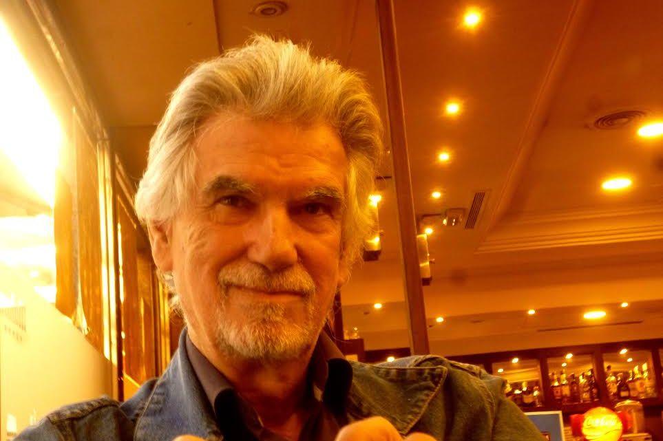 """Santiago García-Clairac en """"Caricias de papel"""", nueva sección en MoonMagazine. Biografía de autor."""
