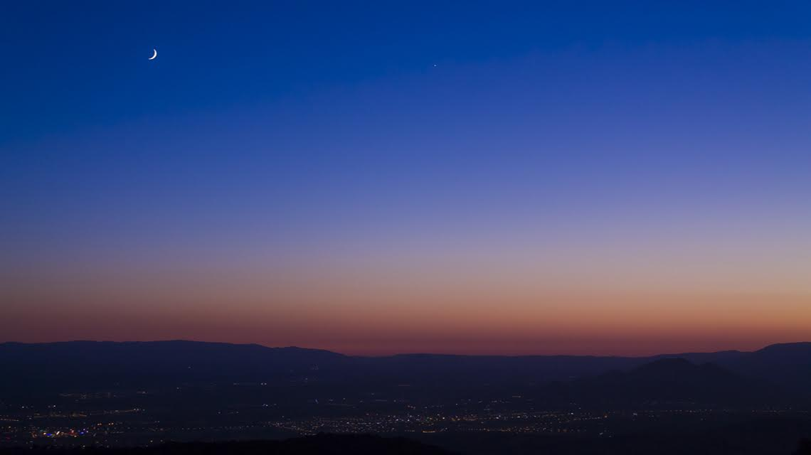 Lienzo. Poesía en el espacio iluminado de la luna