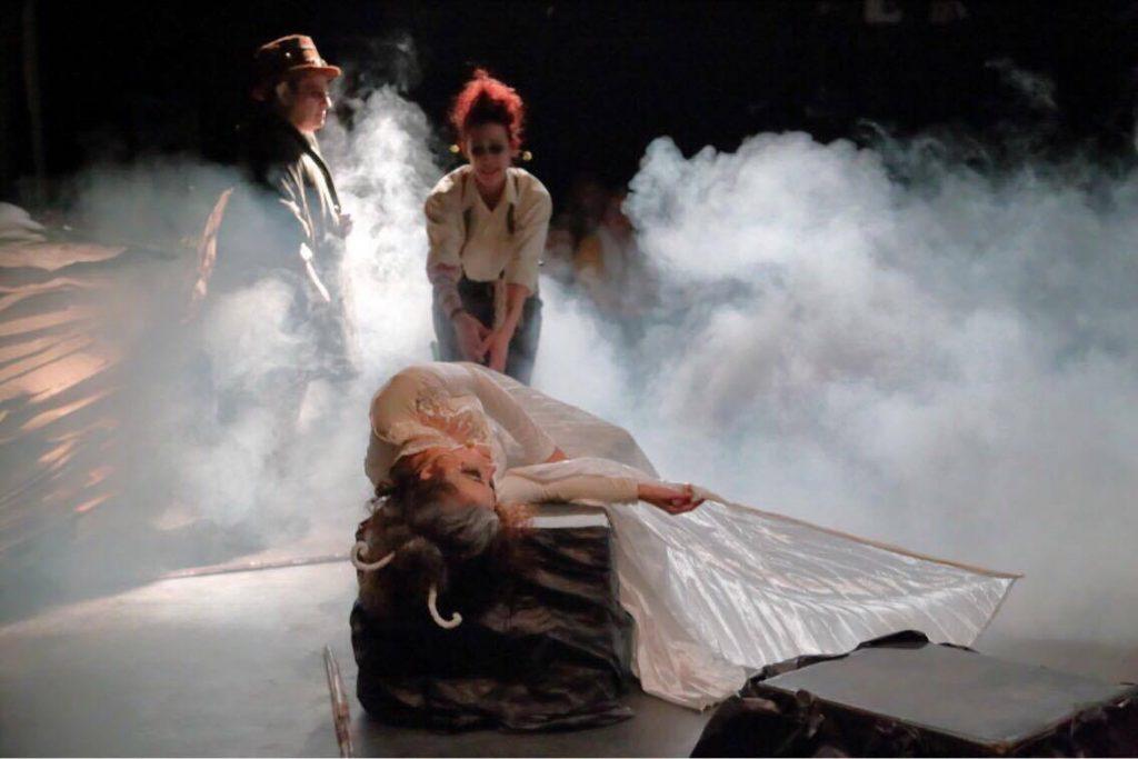 Mariposa herida, Curianito el Nene y Silfo escapado de un libro del gran Shakespeare. Versión de Trece Gatos