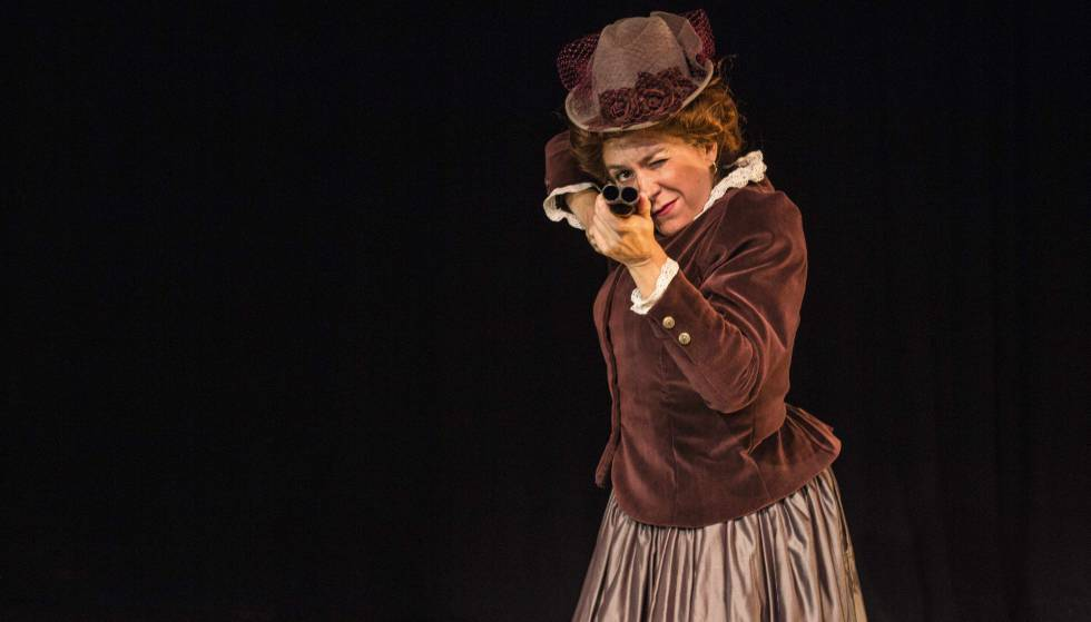 Pilar Gómez en Emilia, en el Teatro del Barrio