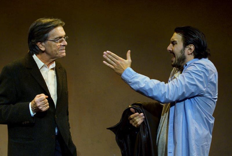 Josep Maria Flotats y Arnau Puig en Serlo o no, de Jean-Claude Grumberg