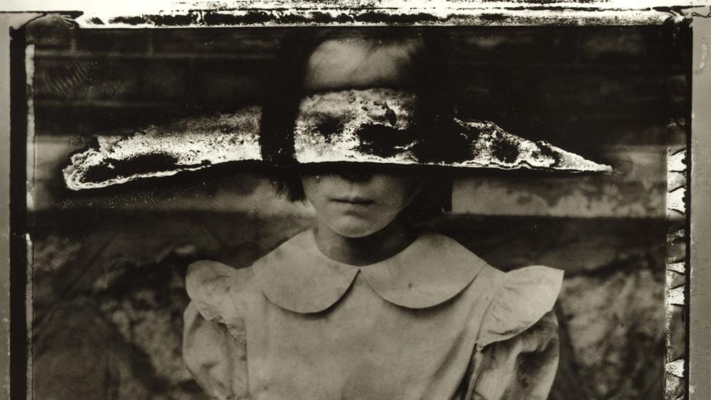 Entre los velos del misterio: La fotografía inquietante de la fotógrafa Sarah Moon