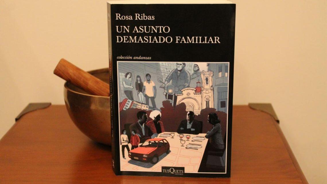 Un asunto demasiado familiar, de Rosa Ribas. Un análisis de la sociedad y de las relaciones familiares.