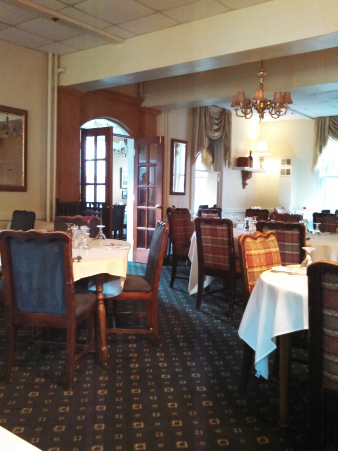 Pine Crest Inn dining room area