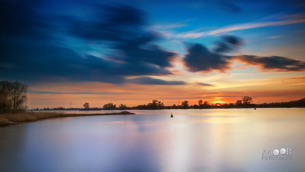 De Wondere Wereld van Landschapsfotografie Zonsondergang Merwede bij Werkendam