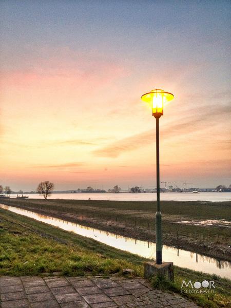 Woordloze Woensdag Dubbel Licht Landschap Werkendam iPhone data-recalc-dims=