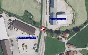Verkehrsbehinderung in Moosdorf an der B 156 Urprungbach Brücke