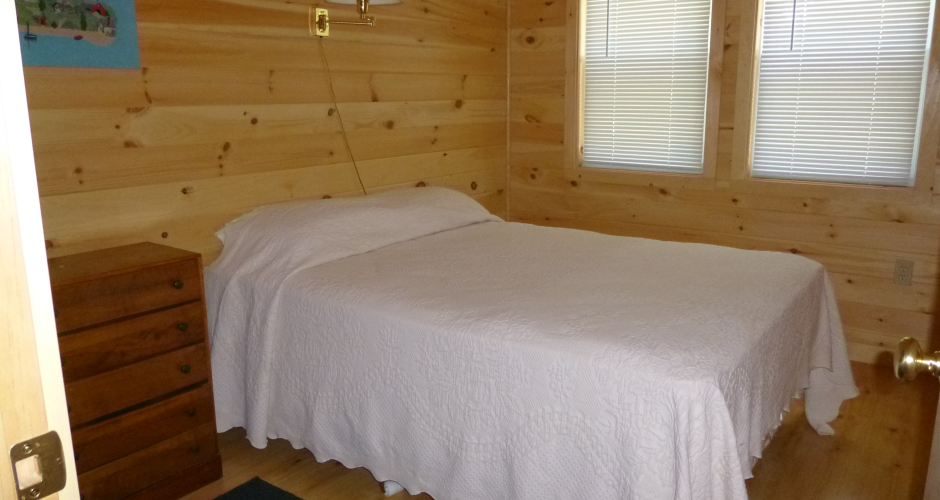 Double Bed bedroom at Eagle's Nest on Moosehead Lake
