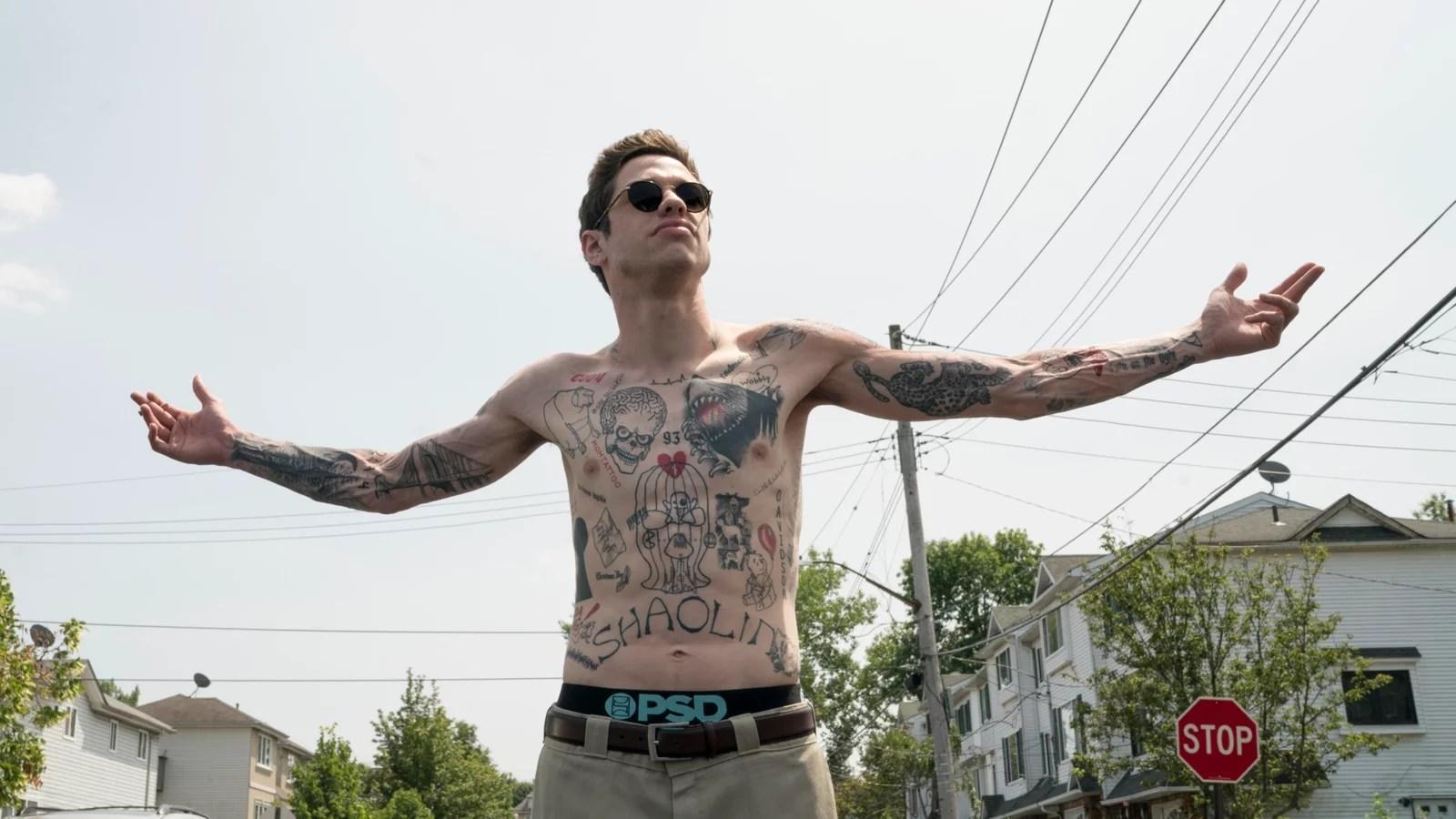 Pete Davidson decidió quitarse todos sus tatuajes