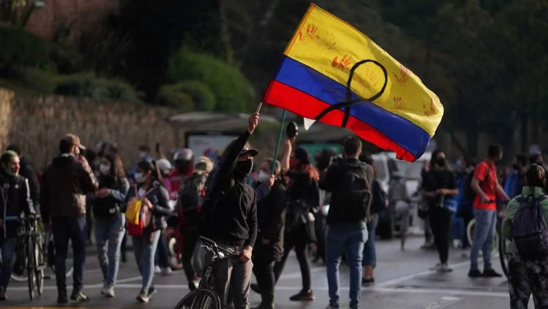 Colombia: Bogotá vivió una intensa noche de disturbios que resultó en 46 personas heridas
