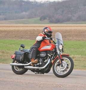 Roof-Boxer-V8-helmet-in-action