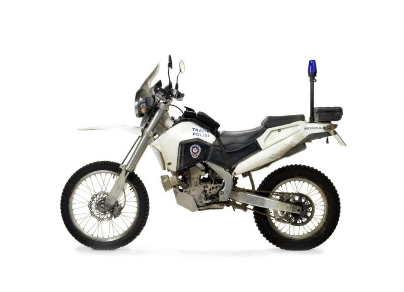 Honda-CRF250R-Motorcycle-Skyfall-James-Bond-2-1480x1071