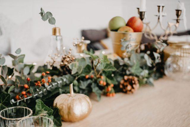 zelena dekoracija stola za jesen