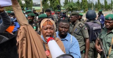"Corruption: ""Gowon Is The Worst Of Them All"" – Aisha Yesufu Slams Yakubu Gowon After He Reportedly Looted Half Of The Money In CBN"