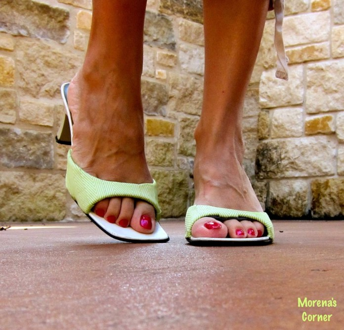 chevron-feet