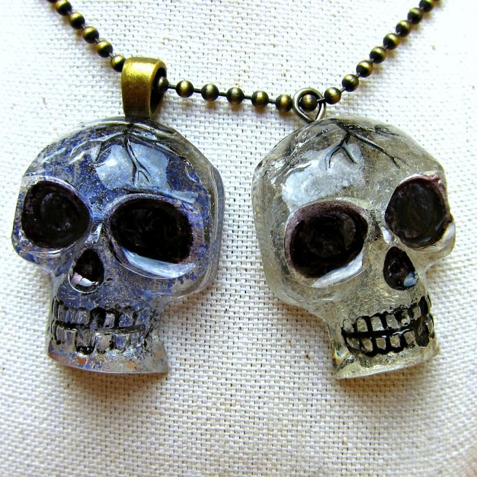 resin-glitter-skull-pendants