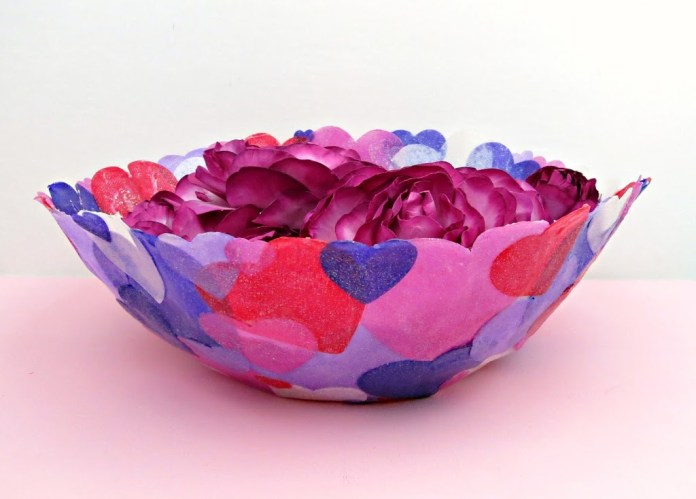 Yes, you can make a fabric bowl!  It's easier than you think.  Learn how to make this fabric heart bowl for Valentine's Day.