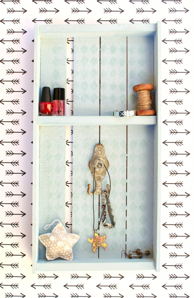Turn a rustic pallet into a pretty piece of home decor with this DIY pallet jewelry organizer tutorial.