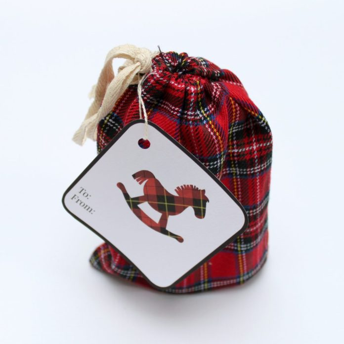 "Plaid is always ""in"" for the holidays! Here are some free plaid printables you can use to make gift tags."