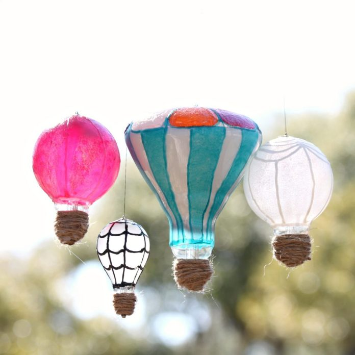 Make light bulb hot air balloons to create whimsical recycled decor. Perfect for Earth Day crafts or any day outdoor decor!