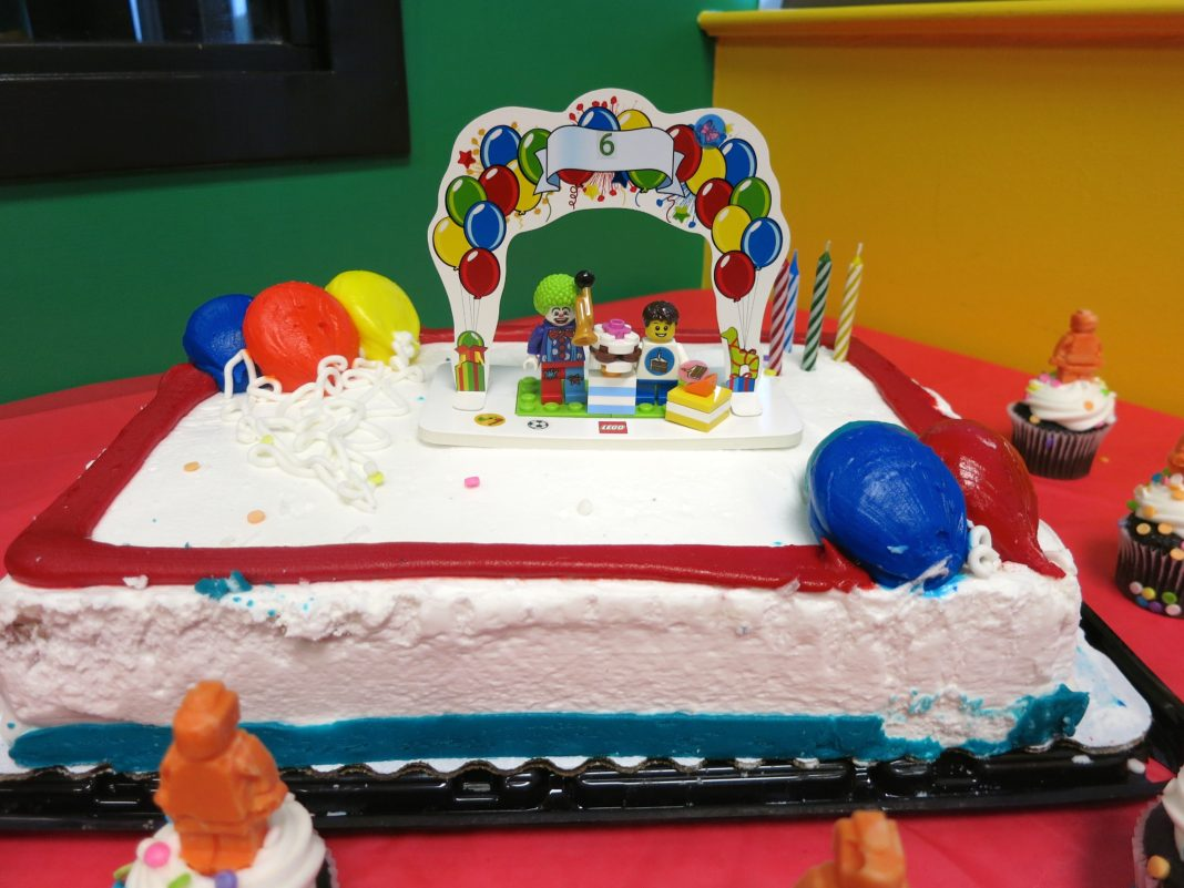 Birthday Cake Ideas Lego ~ Lego birthday party at bricks and minifigs store morena s corner