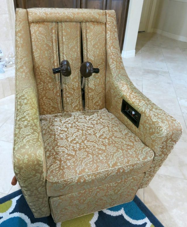 This retro massage chair is my favorite Goodwill San Antonio find ever. But it almost didn't come home with me! Here's the fun story...