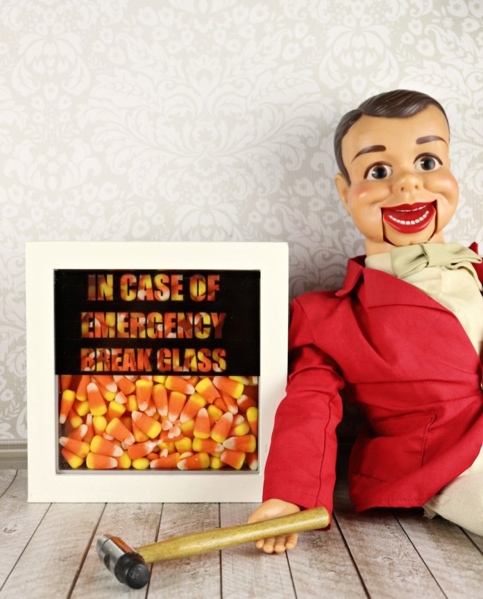 Break Glass in Case of Emergencycandy decor tutorial with a free printable