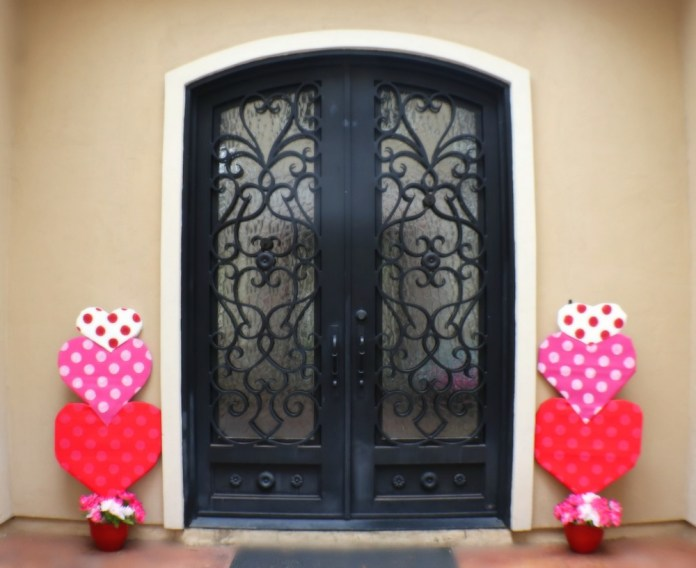 Valentine Porch Makeover to Brighten Up for the Holidays