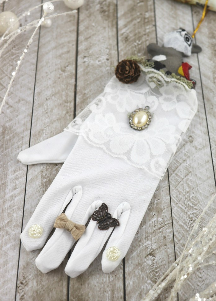 glove hanging decor DIY