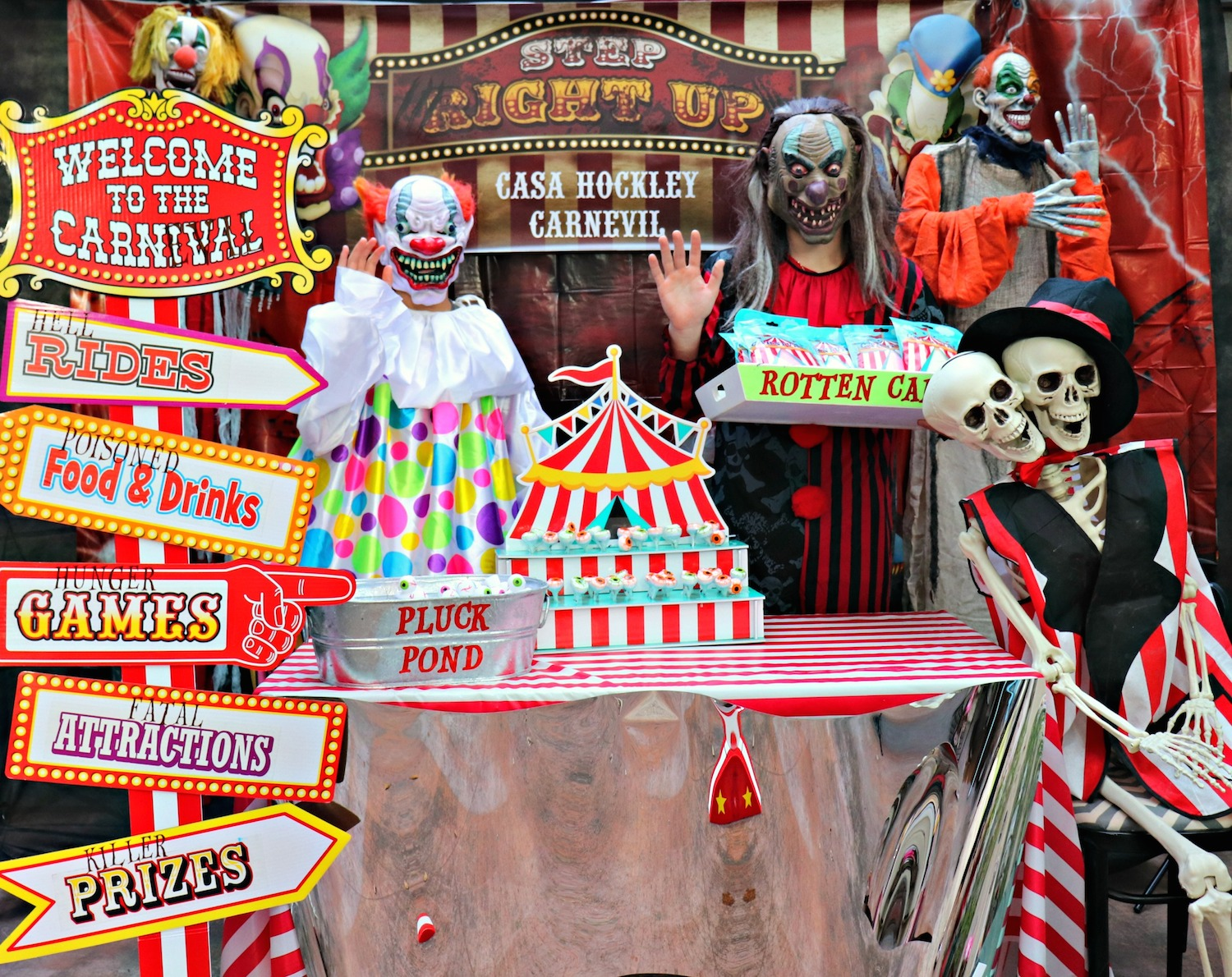 Halloween Carnival Carnevil creepy clowns decor