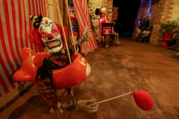 zombie clown Carnevil decor Halloween
